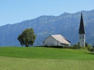 iglesia-rural-en-la-region-de-berner-oberland-suiza